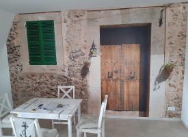 Wandflächengestaltung im Speisezimmer mit 3D-Tapete